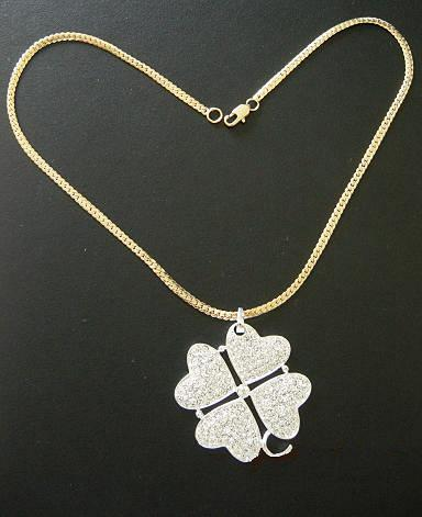 Sex and city clover necklace